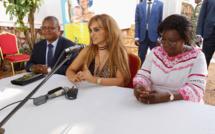 MADAM BRIGITTE TOUADERA, Première dame de la République centrafricaine, Dr Rasha Kelej, PDG de la Fondation Merck & Présidente de Merck Plus qu'une mère, et Dr Pierre Somse, ministre de la Santé et de la Population C.A.R s'adressant au groupe des femmes stériles. © Merck Foundation.